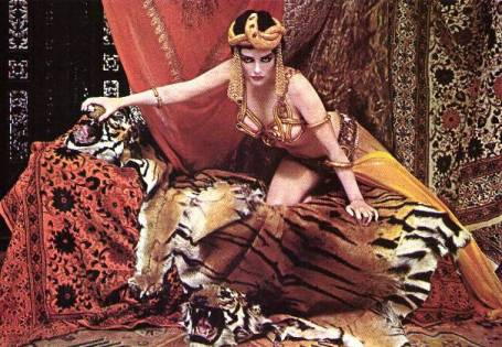 marilyn as theda bara, a original vampire, para ensaio de richard avedon